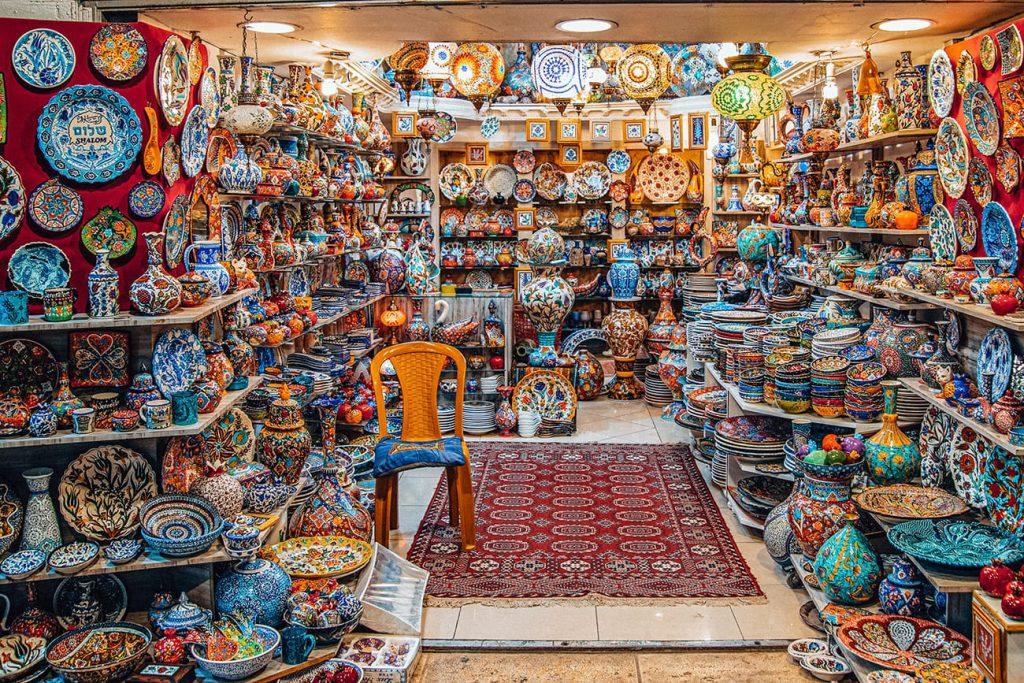 souvenirs in mutrah souq muscat