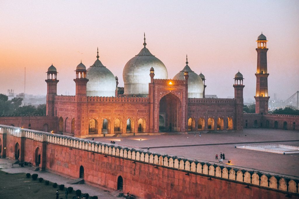 badshahi mosque one of the best places to visit in lahore pakistan