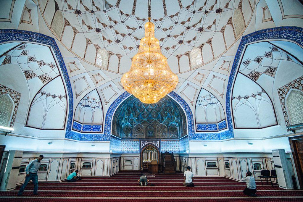 uzbekistan Bolo Hauz Mosque 40 pillars interior