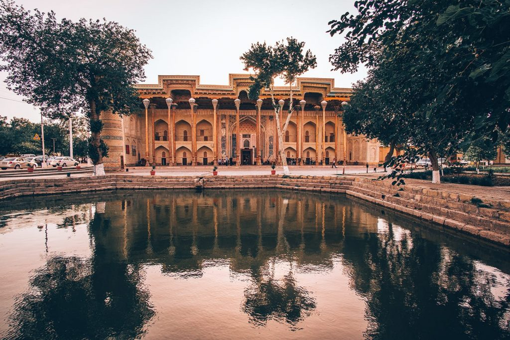 uzbekistan Bolo Hauz Mosque 40 pillars reflection pond