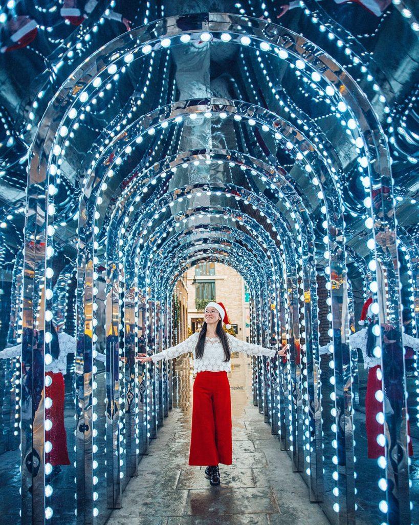 girl walking in infinity chamber in covent garden
