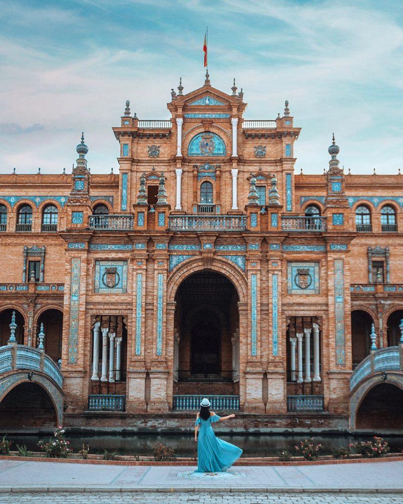 the architecture of plaza de espana in seville spain