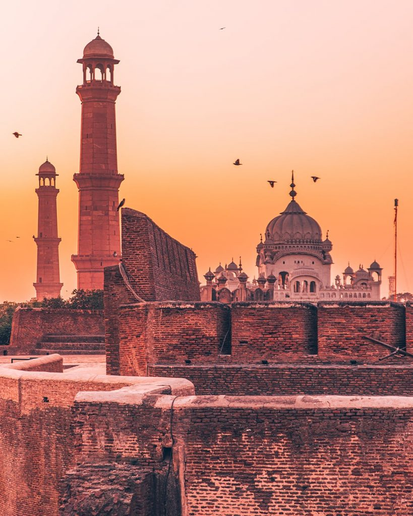 ancient monuments of lahore fort in pakistan