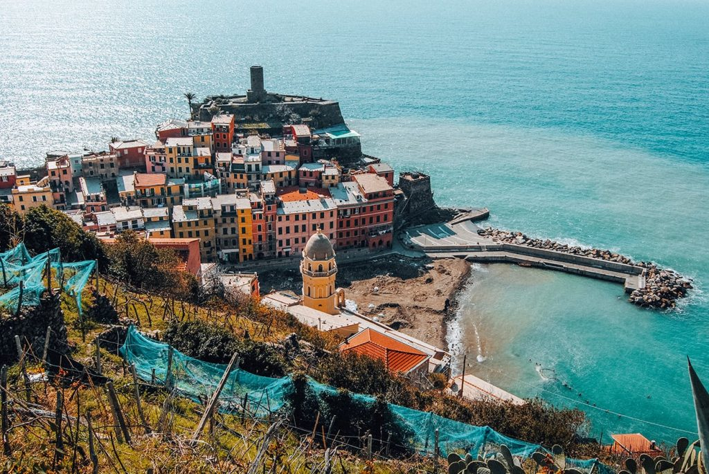 colorful houses by the coast in vernazza cinque terre italy