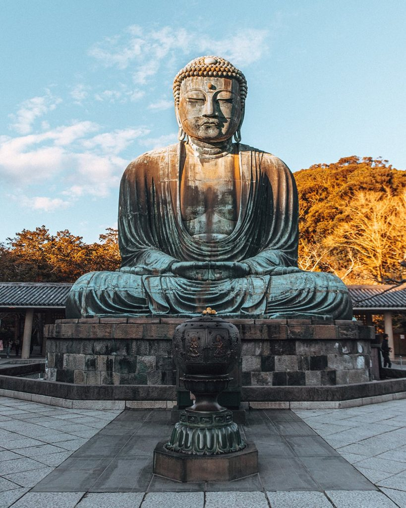 the great buddha statue in kamakura japan