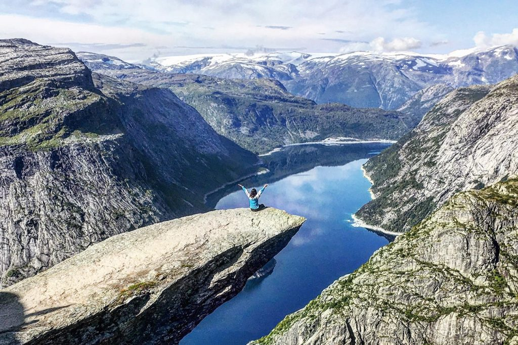 a girl hiking in trolltunga norway
