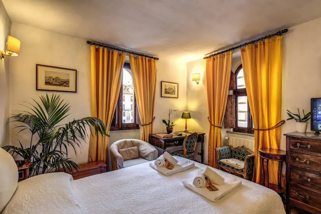 A Flat in Rome at the Pantheon Square