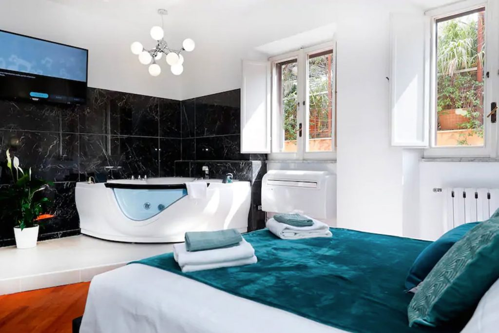 A Flat in Rome With a Jacuzzi Near the Pantheon